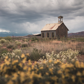 Picture of an abandoned school house in Utah