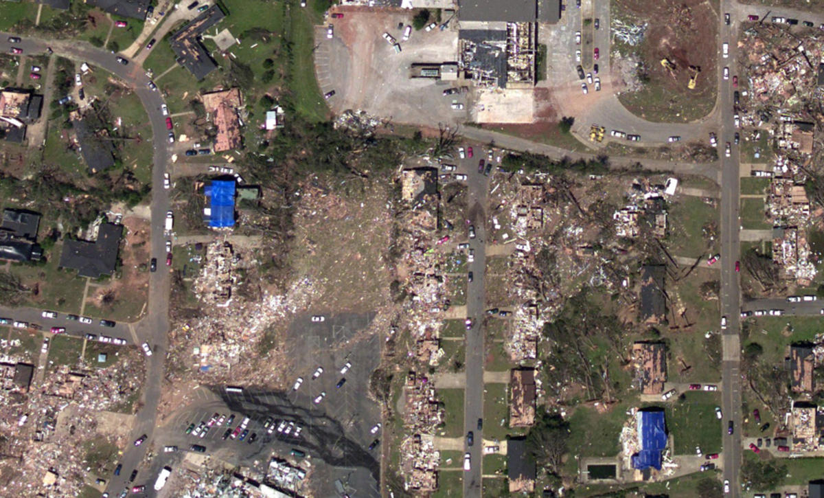 Image of an aerial view of a neighborhood near Tuscaloosa, Alabama, on April 29, 2011