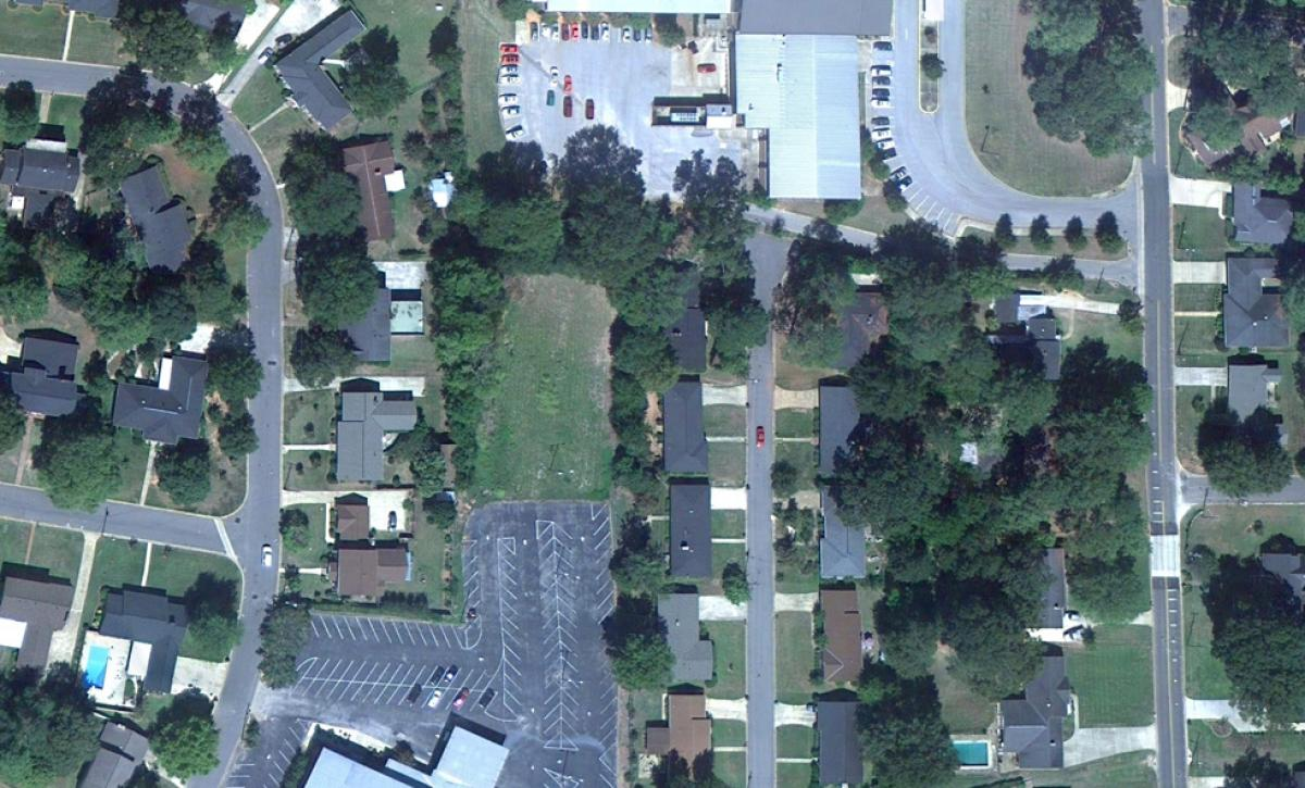Image of an aerial view of a neighborhood near Tuscaloosa, Alabama, in 2010